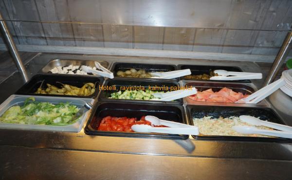 Buffet raikkaat salaatit
